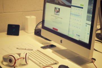 creative-apple-desk-office